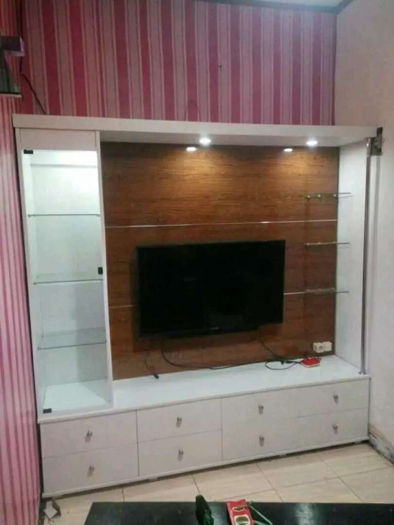 Bedrof tv modern custom 0