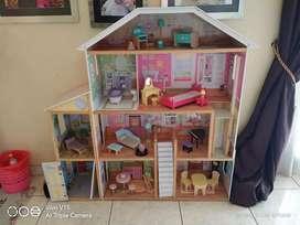 Jual Rumah Barbie dan isinya lengkap merk Kidkraft