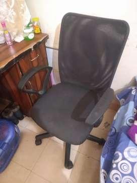 Ghar sift kr rhe h 4 Chair One table