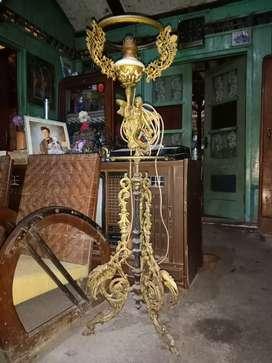 Lampu eropa kuno - barang antik klasik dan menarik