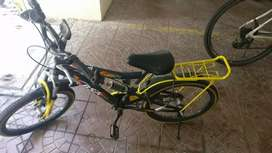 BSA CYBOT, Almost new, suitable for 5-9 yrs old also with side wheels