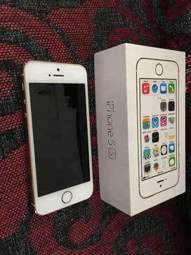 iPhone 5s Gold 16GB, Mint Condition with original accessories