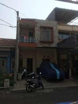 Dijual rumah Luas tanah 108 luas bangunan 160m kmr tidur 6 kmr mandi 4