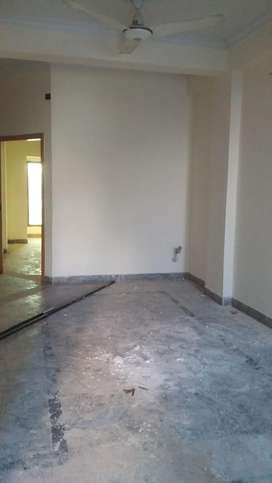 3 bed flat for rent on 1st floor
