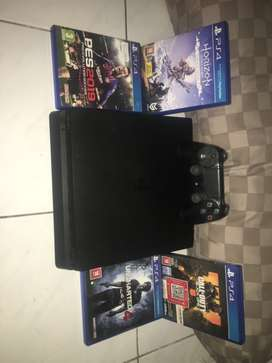 Dijual PlayStation4 / ps 4 slim 500gb + 4 kaset