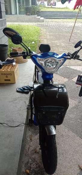Dijual sepeda listrik warna biru