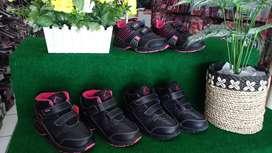 Sepatu anak laki dan perempuan