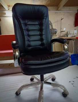 Heavey Boss chair with crome handle metal body