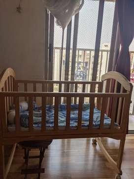 Mee mee baby crib