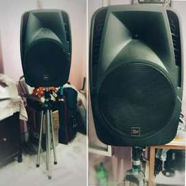 MPRO MPS-115 AUDIO SPEAKERS WITH STANDS FOR EACH