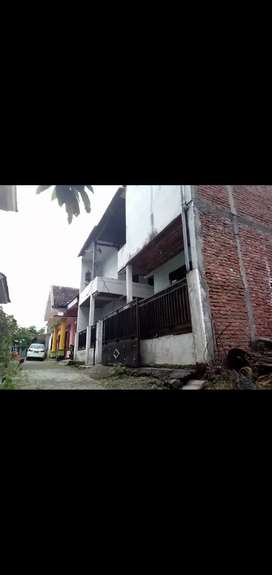 Rumah kost 3 lantai 8 kamar di Karanglo Malang