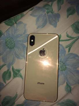 Iphone Xs 64 GB gold ! Brand new condition with no scratches .