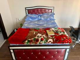 Queen size bed 6*4 only four months old