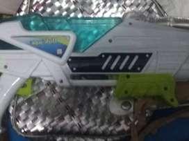 Mainan anak-anak pistol air merek Aqua shot