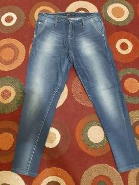 Celana jeans cewe pensil ukuran 30 kondisi mulus