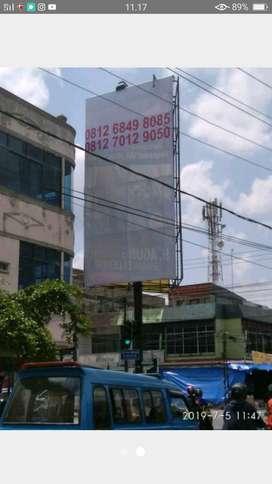 Tiang Iklan Vertikal 3 Sisi Berukuran 4 x 8 Meter
