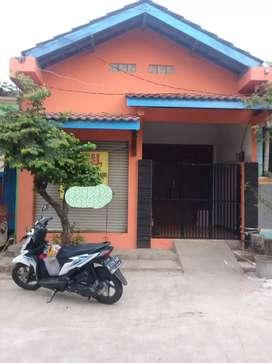 Dijual Rumah ada toko nya untuk usaha