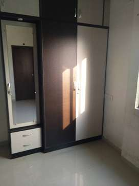 Alkapuri 2bhk new coloured  furnished flat new colour lift parking