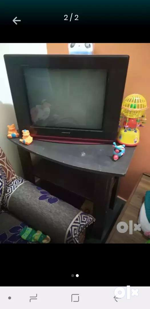 Flat screen TV with trolley in 5000 0
