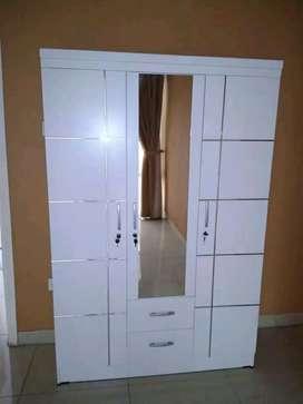 Lemari pakaian pintu 3 pul putih