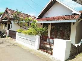 Rumah dengan tanah luas lingkungan strategis murah blunyahrejo