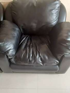 Leather 3+1+1 seater sofa for sale at low cost 8000.