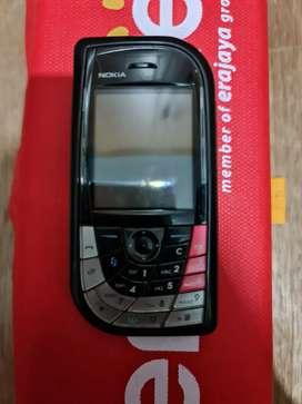 Nokia 7610 merah