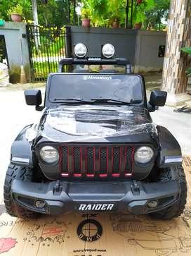 Mobil aki anak Jeep Rubicon ban Full karet,jok kulit