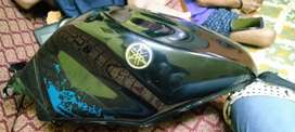 YAMAHA R15 VIRGIN TWO TANK NEW TANK NO USE TANK SELLING PRICE 5.500