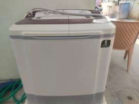 Samsung semi automatic washing machine.