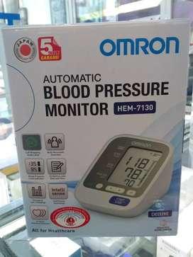Omron Blood pressure monitor/tensimeter HEM-7130
