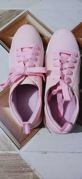 Long walk fashion shoes for women
