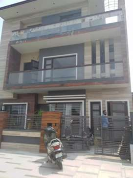 Brand new 3bhk first floor sector 40
