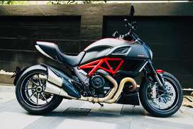 Brand New (hardly used) Ducati Diavel Carbon Red for sales!