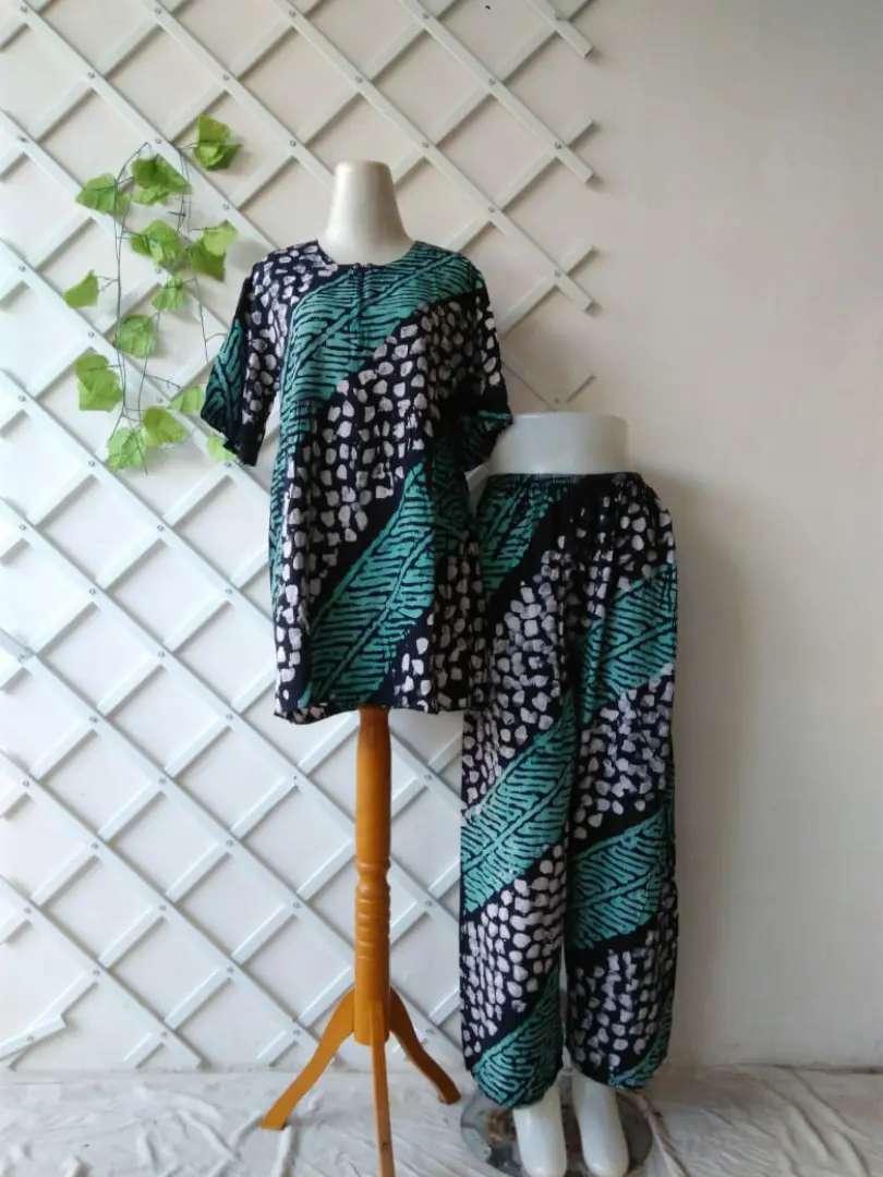 Piyama Abstrak Batik 0