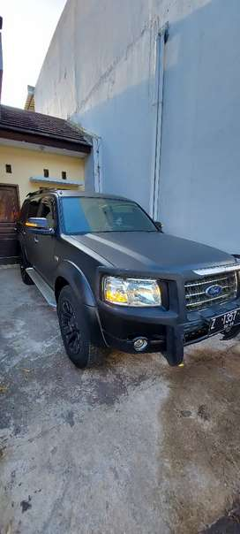 Ford Everest 2.5L XLT 4x2 AT