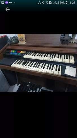 Piano organ merek lowrey