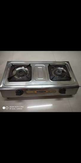 Urgent selling of Gas stove with two burnels