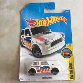 Hot wheels / hotwheels morris mini putih