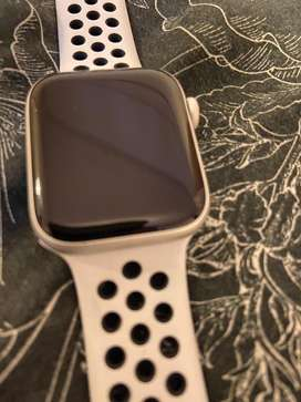 Apple watch series:5 (niki edition)