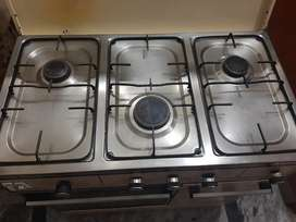 cooking range in a very good condition