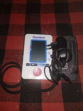 Blood pressure machine (Ozocheck)