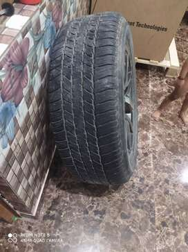 Fortuner alloye wheel with tyre