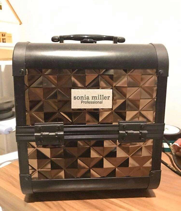 Sonia miller (makeup box) 0