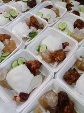 Nasi kotak nasi tumpeng nasi kotak kuning snack kue tumpeng dan lainny