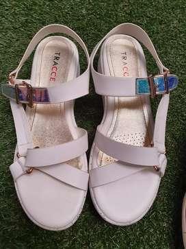 Sandal tracce original kondisi 99%