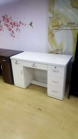 brand new office table with full white glossy finish..