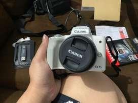 Canon eos M50 second fullset garansi resmi datascrip