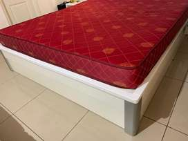 Hydraulic queen bed with storage space