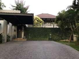 Rumah Mewah + Kolam Renang di Isen International Living Surabaya